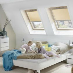 Okna dachowe w pokoju dziecka na poddaszu